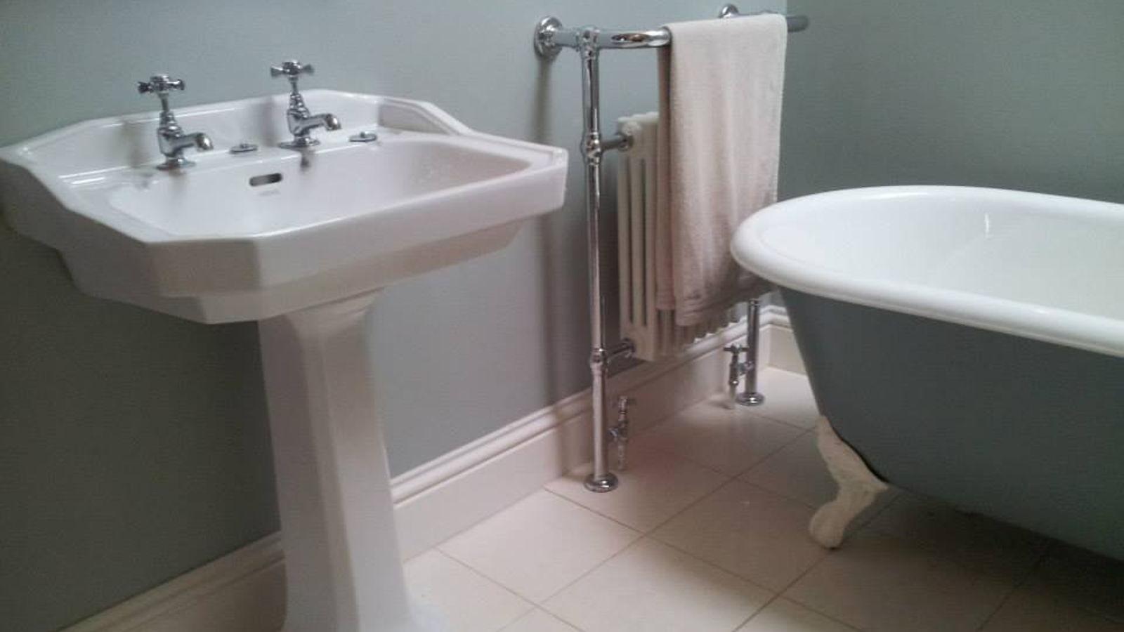 Bathroom_1600x900